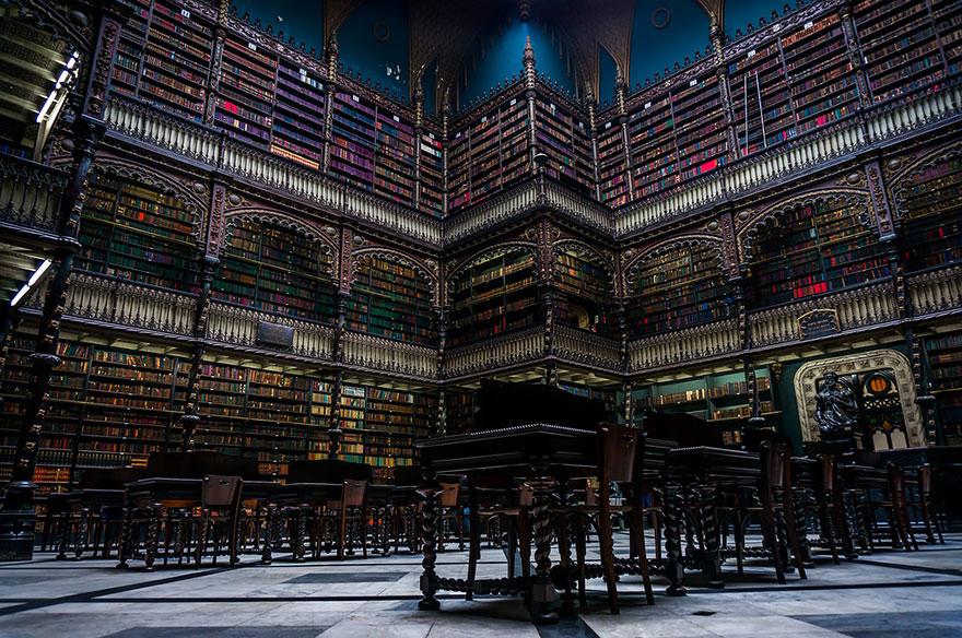 H πιο εντυπωσιακή βιβλιοθήκη του κόσμου βρίσκεται στην Πράγα