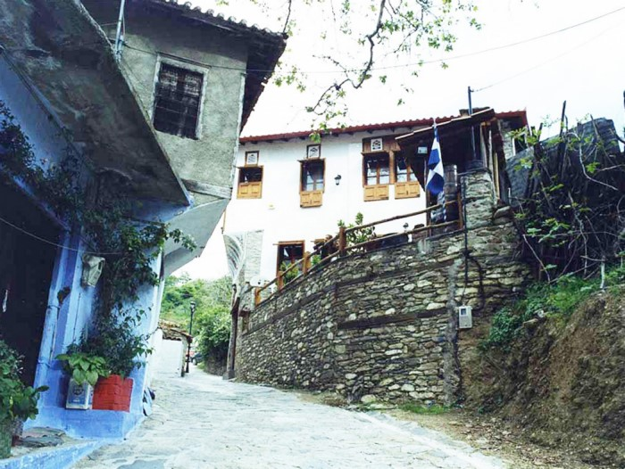 Το ελληνικό χωριουδάκι με τα αρχοντικά και τα υπέροχα πετρόχτιστα σοκάκια!