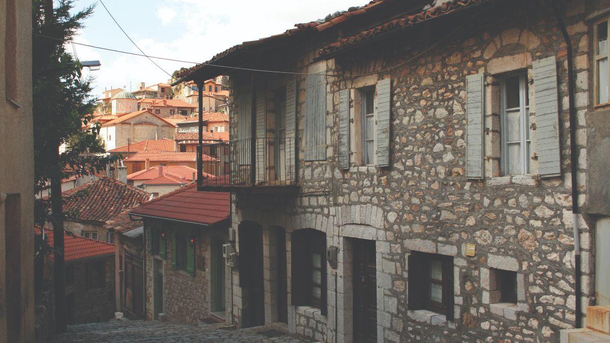 γραφικά χωριά πελοποννήσου με την δημητσάνα να κερδίζει τις εντυπώσεις