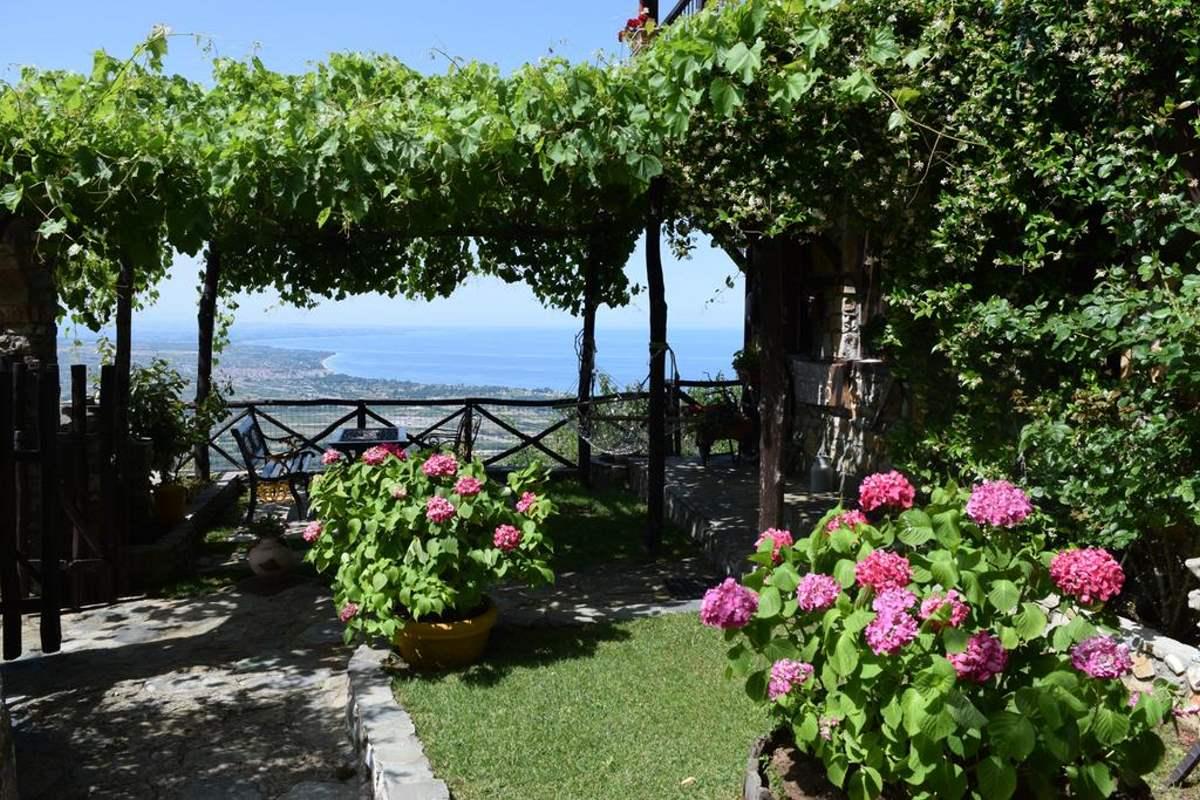 Guesthouse Oneiro, εξωτερικός χώρος