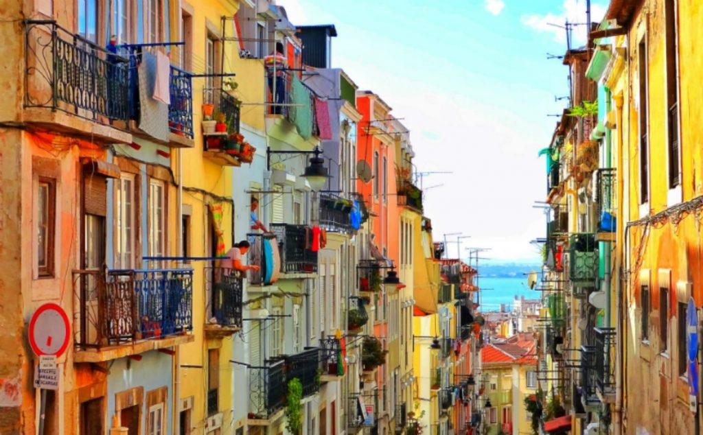 Λισαβόνα, σοκάκι πολύχρωμο