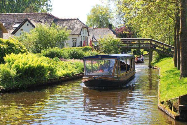 Giethoorn - πόλεις με κανάλια