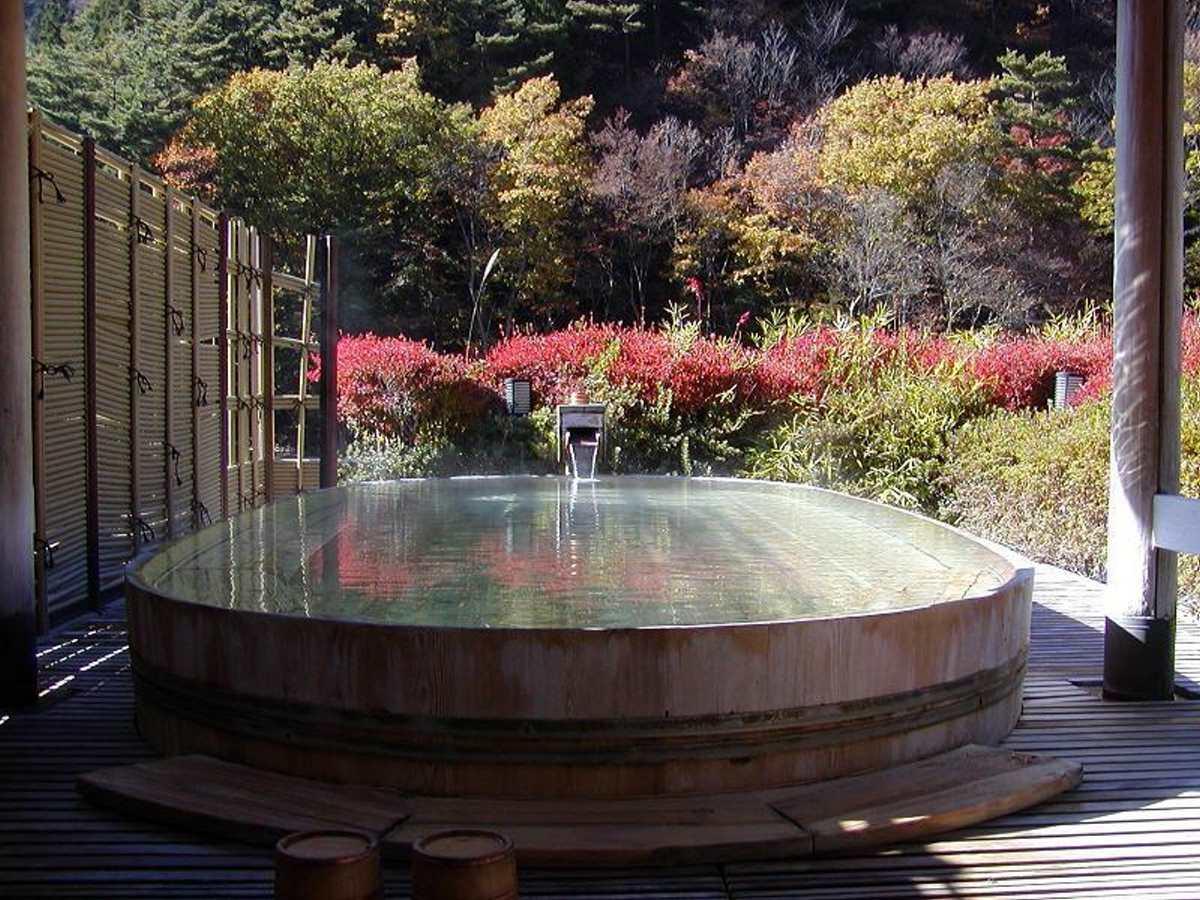 Nishiyama Onsen Keiunkan, θερμές νερά
