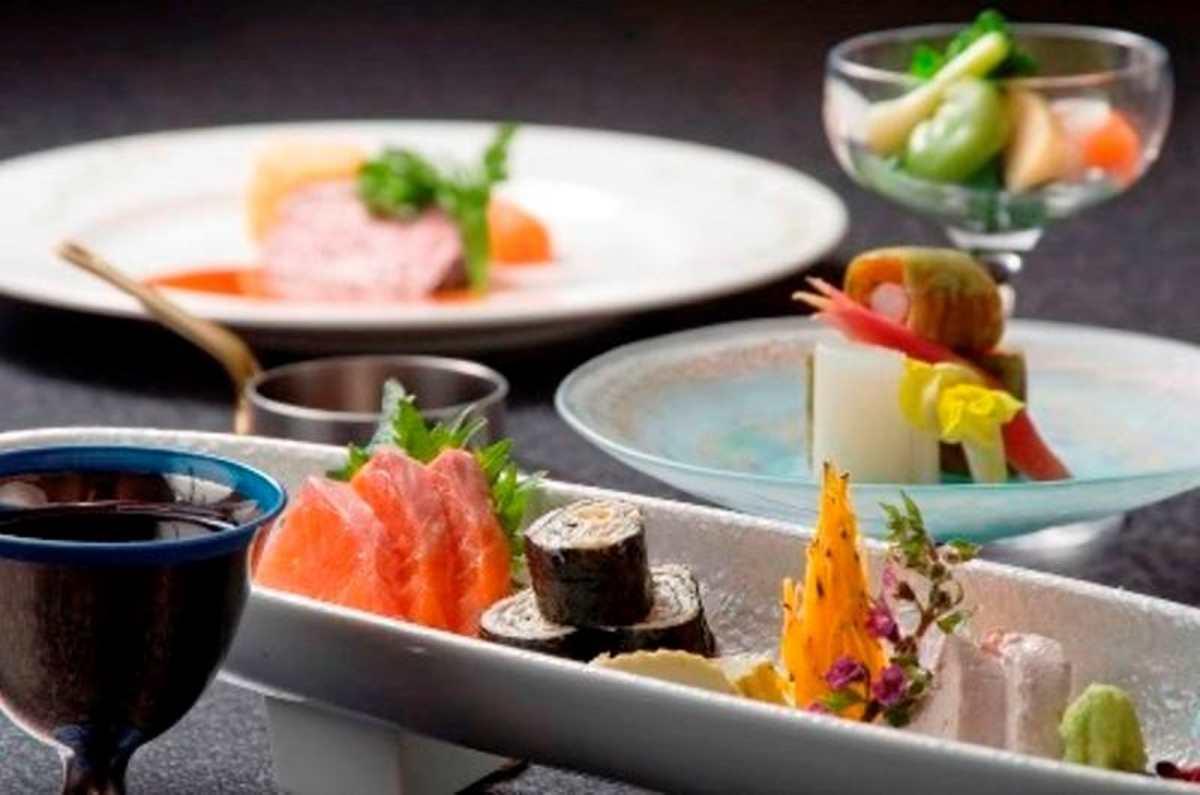 Δείπνο στο ξενοδοχείο Nishiyama Onsen Keiunkan