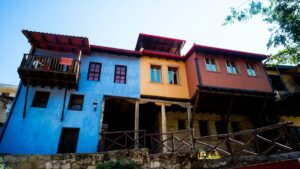 Βέροια: Σεργιάνι στην ατμοσφαιρική Μπαρμπούτα – Αιώνες ιστορίας στα σοκάκια της Παλιάς Πόλης