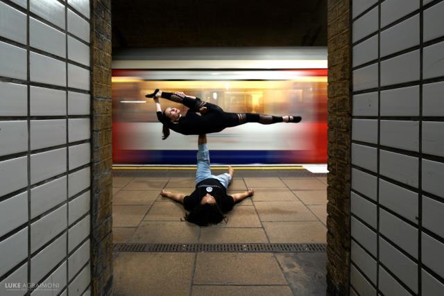 Σταθμοί μετρό Λονδίνο by Luke Agbaimoni