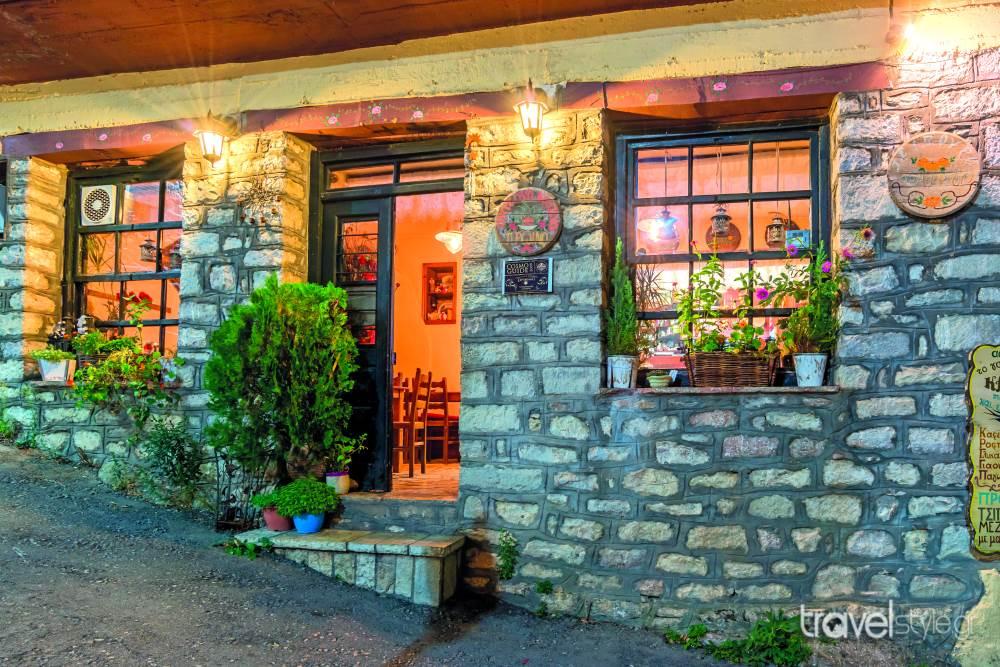 Το Γαλακτομπούρεκο του Καρβέλη: Το πιο νόστιμο γαλακτομπούρεκο της Ελλάδας το σερβίρει αυτό το παραδοσιακό μαγαζί