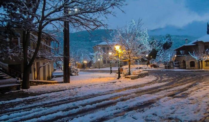 Το άγνωστο χωριό δυο ώρες από την Αθήνα που θα λατρέψεις! Κρυμμένο ανάμεσα σε τρεις καταπράσινους λόφους