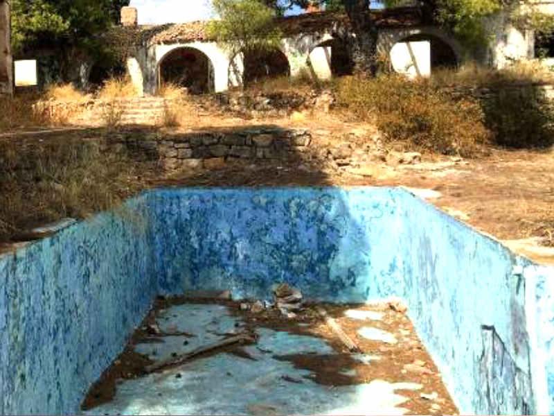 Σκέτο ερείπιο  Ετσι είναι σήμερα η βίλα της Βουγιουκλάκη στην ταινία «Η  αρχόντισσα και ο αλήτης» 006b702542c