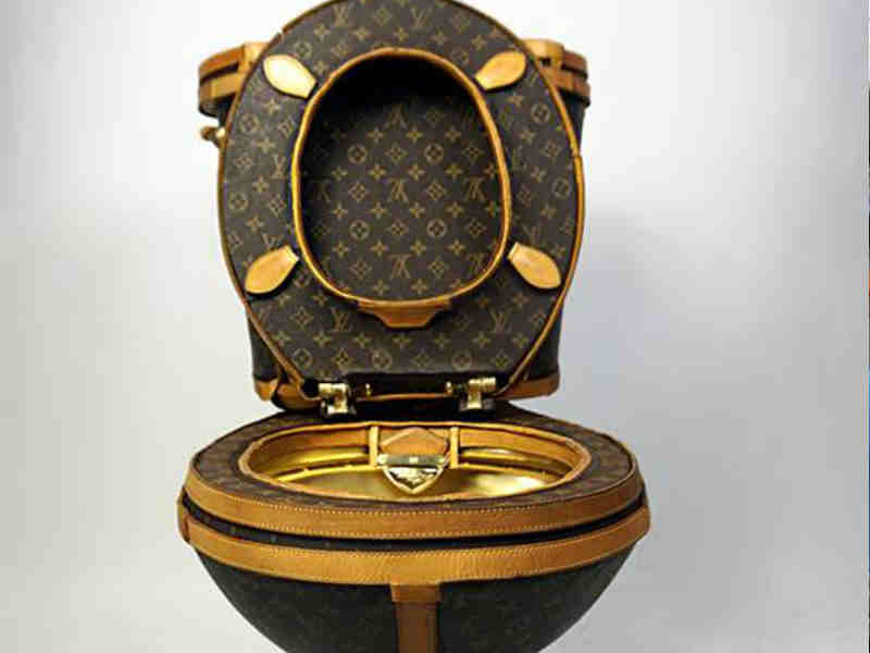 H τουαλέτα που φτιάχτηκε από τσάντες Louis Vuitton! Πόσο κοστίζει  130ab64f032