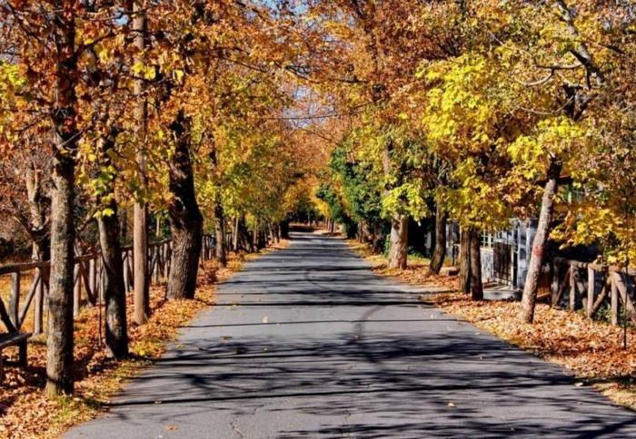 H «Μήλος του χειμώνα»: Και όμως βρίσκεται μόλις 2 ώρες από την Αθήνα
