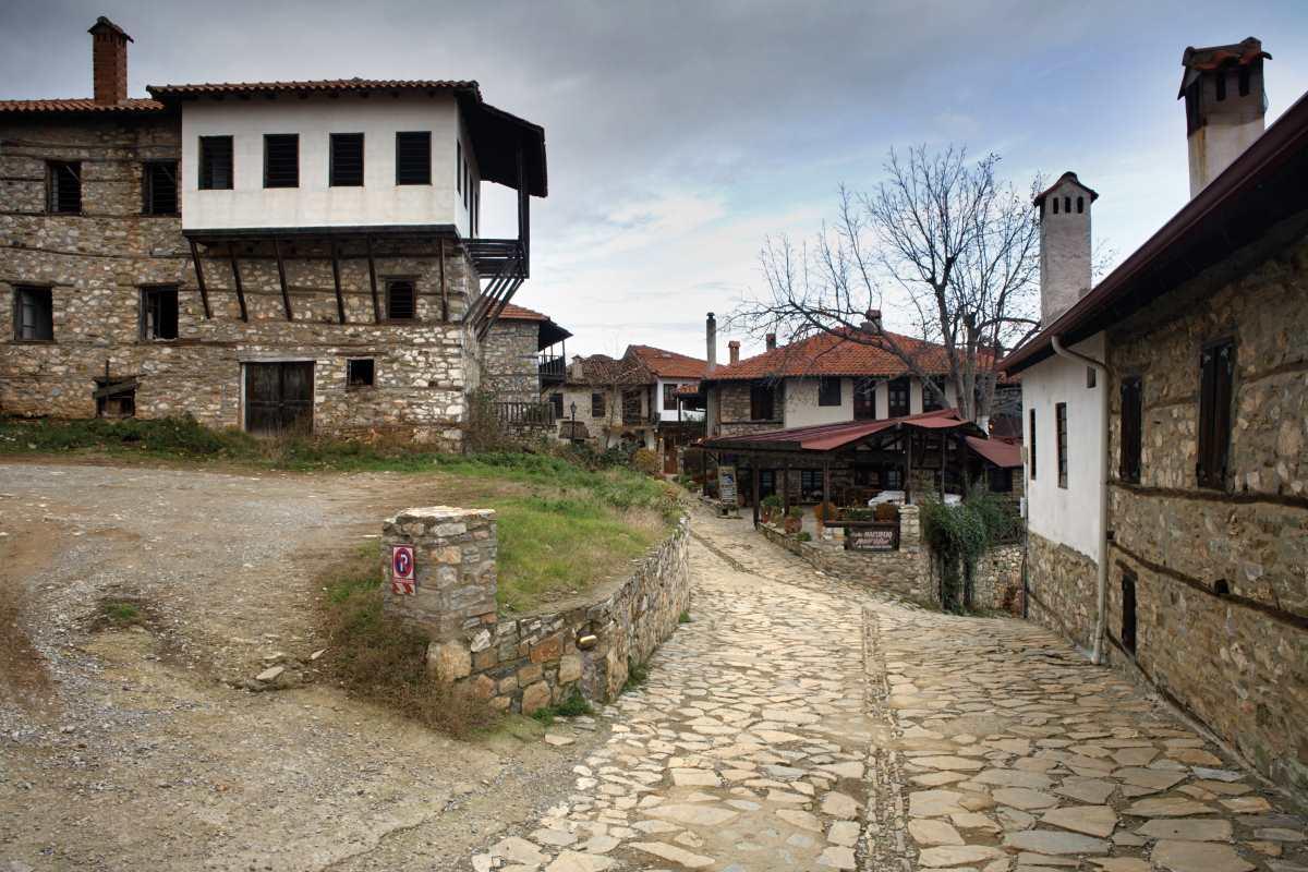 Παλαιός Παντελεήμονας, στο κέντρο του χωριού