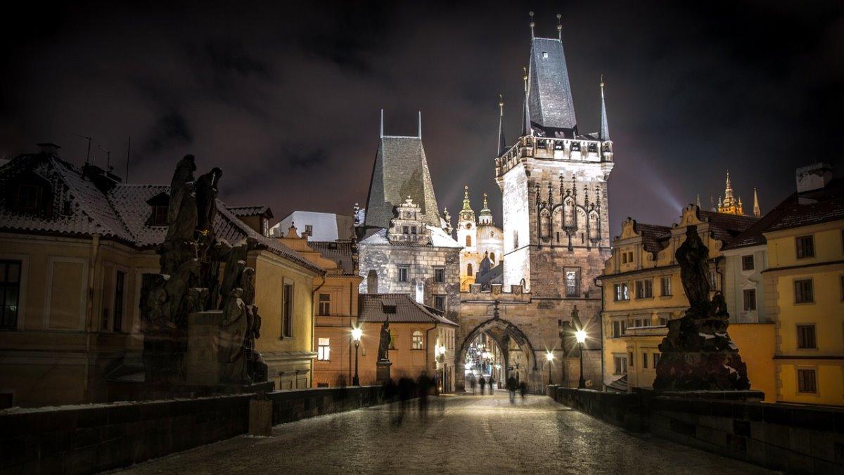 Κάστρο Πράγας, το μεγαλύτερο του κόσμου, νύχτα