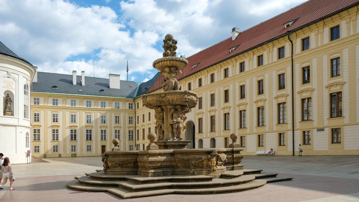 Κάστρο Πράγας, στο εσωτερικό