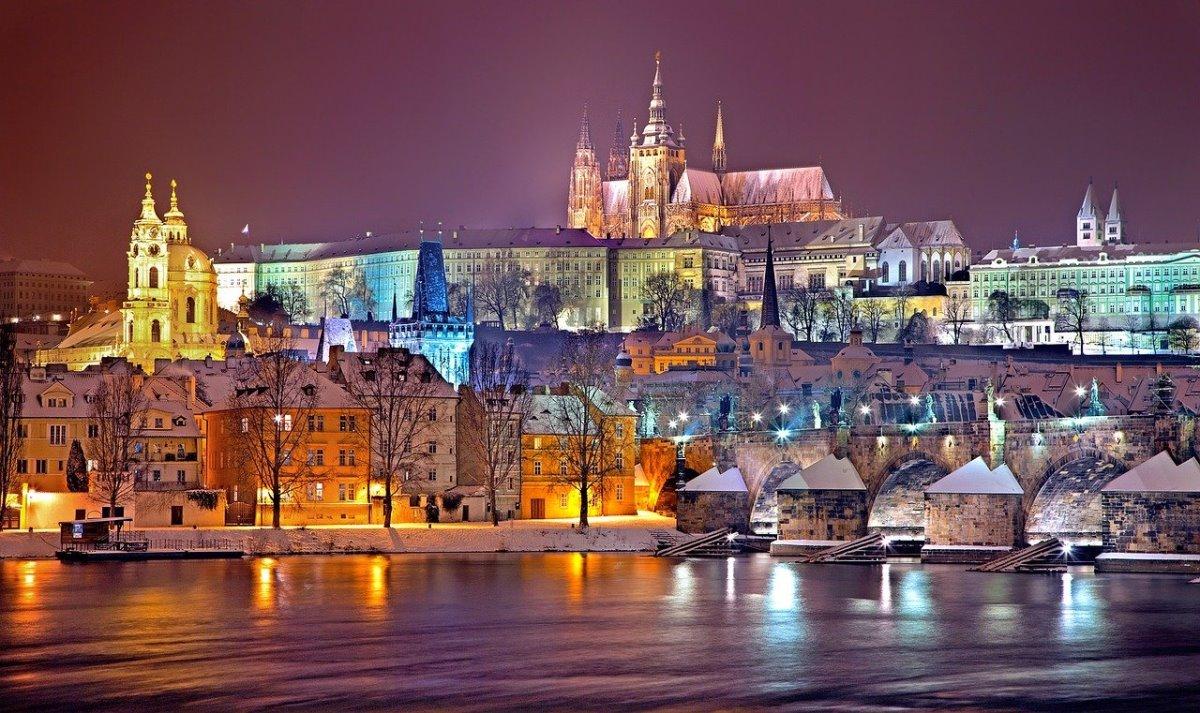 Κάστρο Πράγας, φωτισμένο το βράδυ