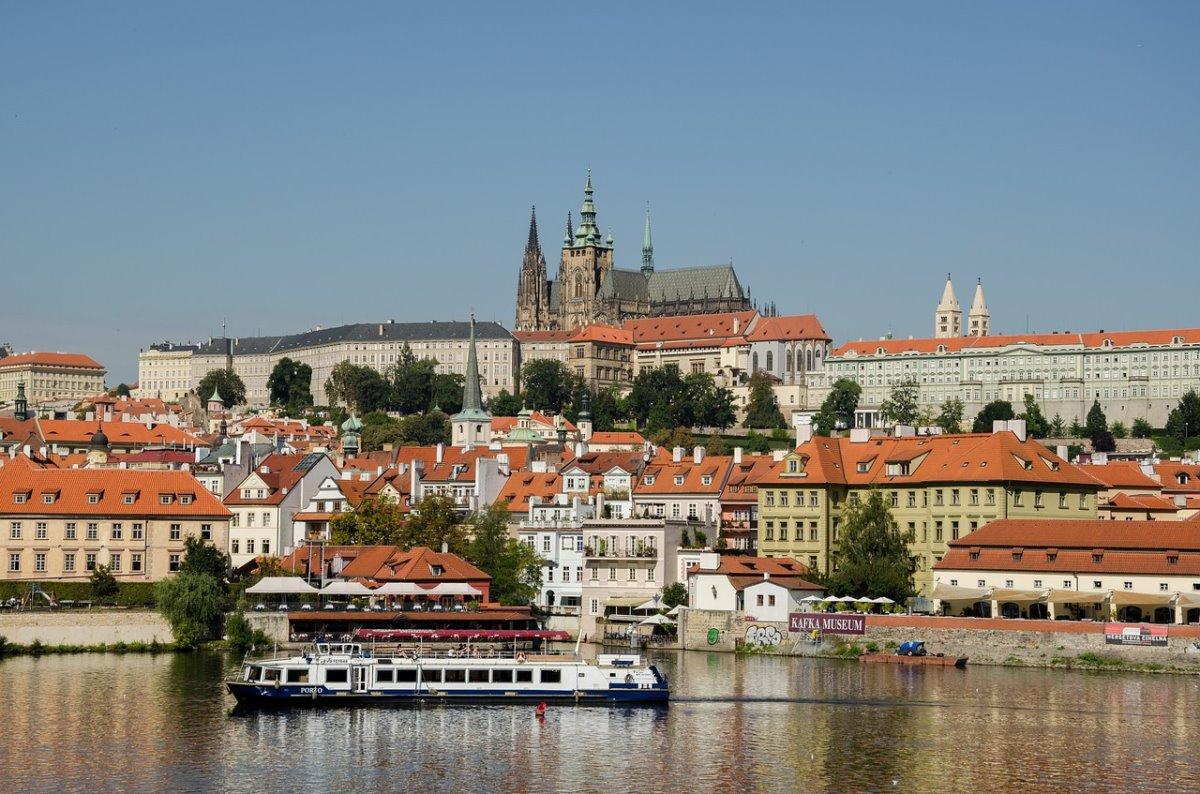 Πανοραμική άποψη του Κάστρου της Πράγας, του μεγαλύτερου του κόσμου