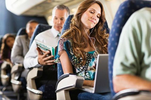 Ψυχαγωγία στο ταξίδι με αεροπλάνο