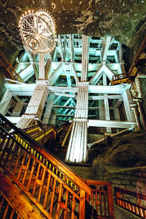 Ένα από τα πιο εντυπωσιακά αξιοθέατα της Ευρώπης βρίσκεται 130 μέτρα κάτω από τη γη!