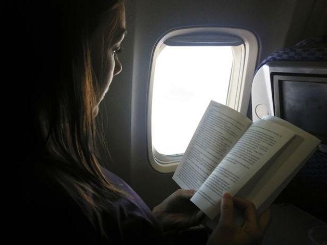 Πάρτε ένα βιβλίο στο ταξίδι με αεροπλάνο