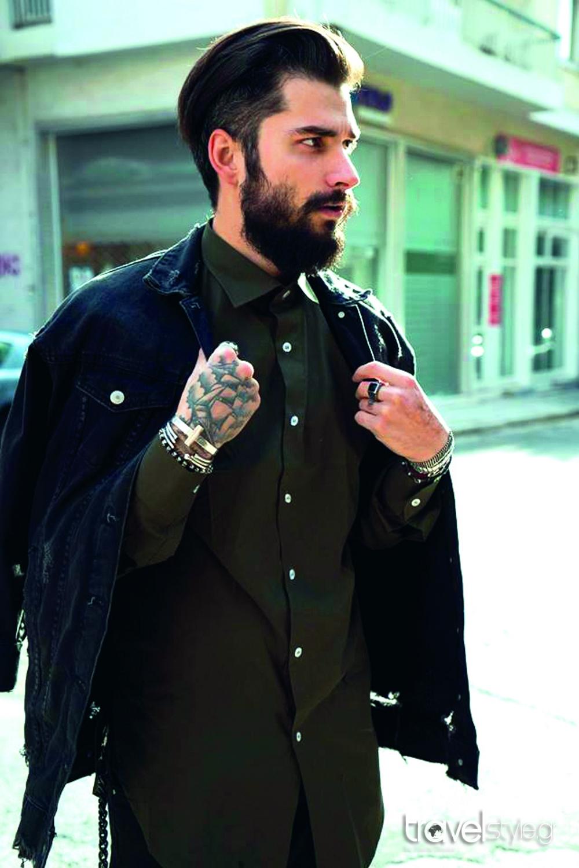 78439e9848cb Ως φοιτητής έραβε ρούχα για τον εαυτό του… και σήµερα είναι ένας από τους  πιο ταλαντούχους fashion designers της γενιάς του. Ο Ioannis Mastoris έχει  πλέον ...