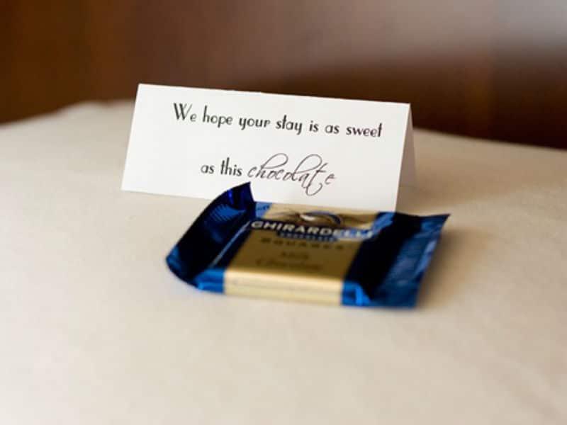 Σοκολατάκι σε μαξιλάρι στα ξενοδοχεία