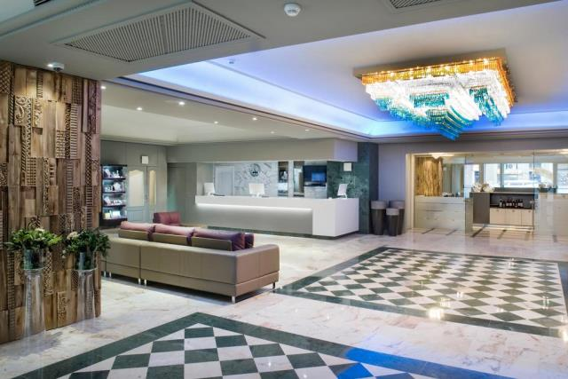 Salles Hotel Pere IV lobby