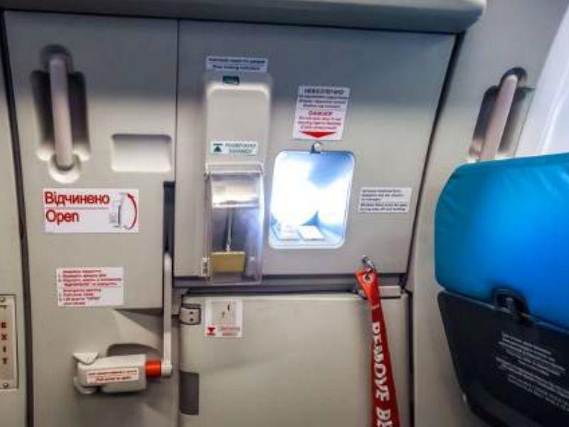 Δείτε τι θα συμβεί εάν ανοίξει η πόρτα του αεροπλάνου κατά τη διάρκεια της πτήσης
