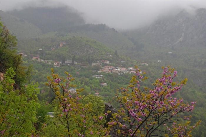 Το άγνωστο ελληνικό χωριουδάκι με τα μοναδικά λουτρά στο είδος τους στην Ευρώπη
