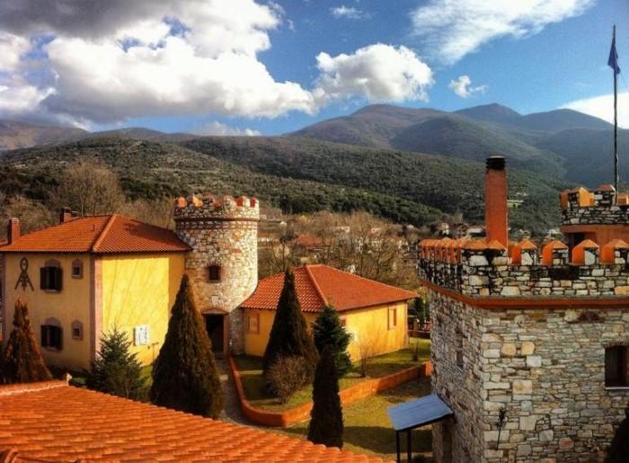 Τάσος Δούσης: Το ξενοδοχείο της Ελλάδας που μοιάζει σαν να έχει βγει από τα παραμύθια,είναι γεμάτο πέτρινους πύργους και θυμίζει.. Σκωτία