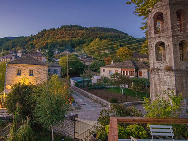 Τα γραφικά ελληνικά χωριά… για φίλημα! Συνδυάζουν παράδοση και ...