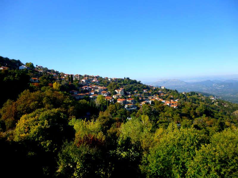 Πελοπόννησος: 5+1 χωριά που σε περιμένουν κάθε εποχή!