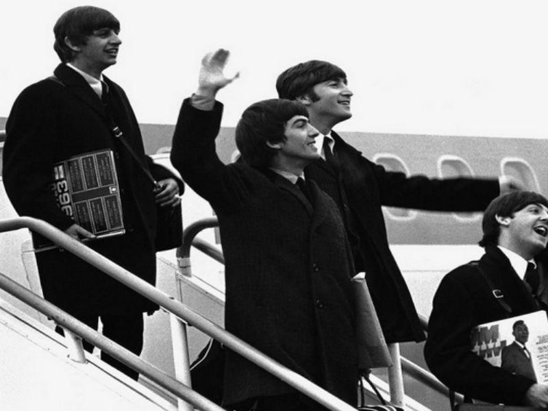 2c37e09888b Retro: Εντυπωσιακές vintage φωτογραφίες από Celebrities στο αεροδρόμιο