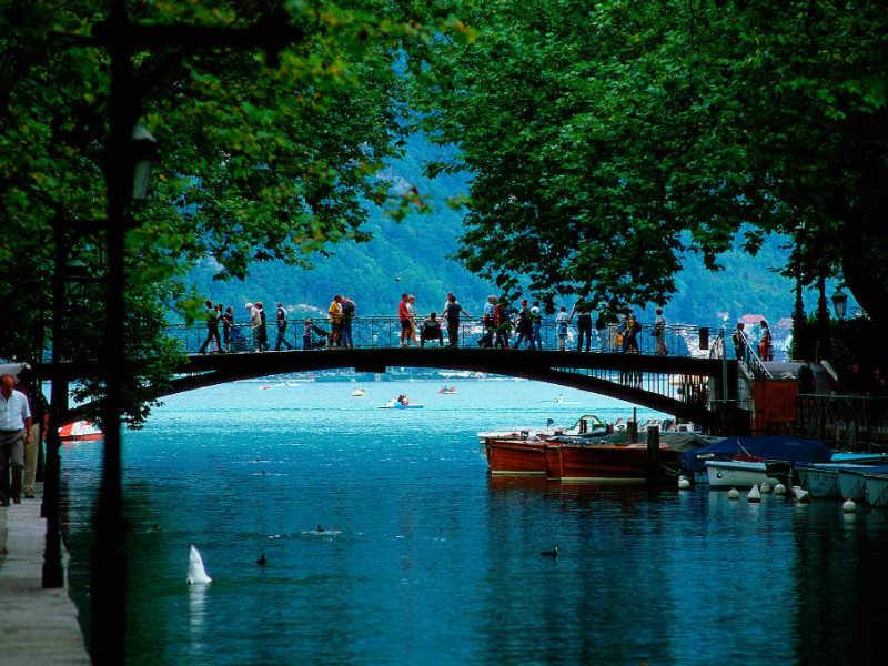 Annecy: Αυτή είναι η κουκλίστικη πόλη βγαλμένη από παραμύθι στην Γαλλία!
