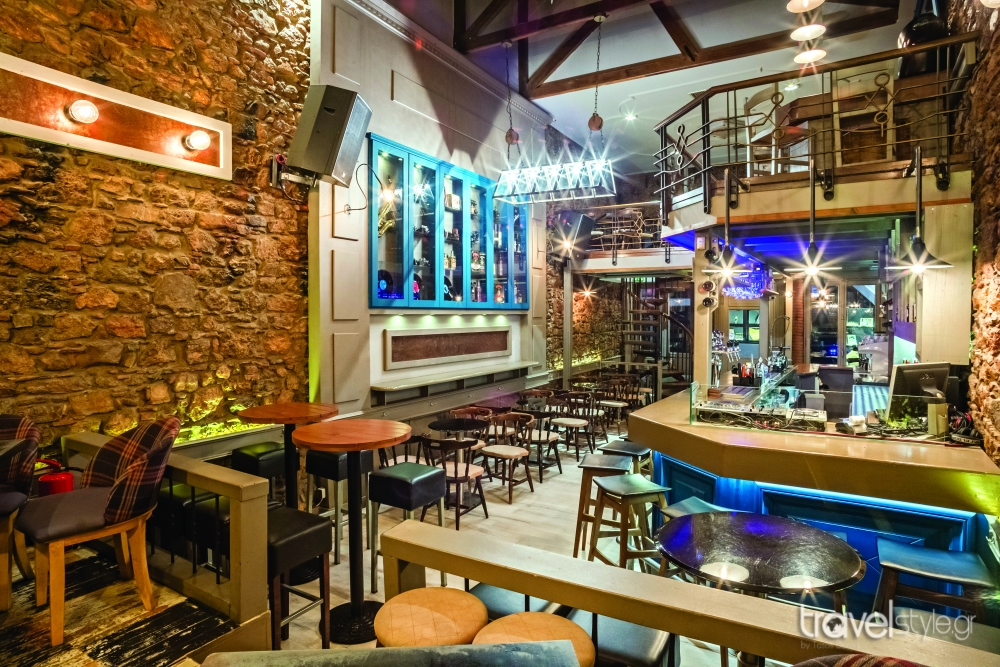 The bar thiva