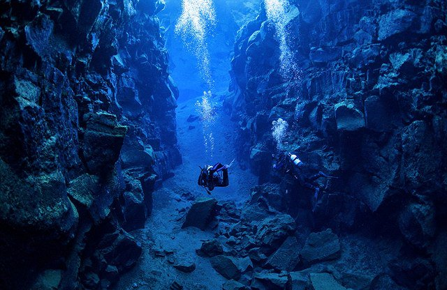 Ένα υπέροχο υποβρύχιο φαράγγι μεταξύ δύο ηπείρων! Δείτε τις εκπληκτικές φωτογραφίες που τράβηξε ένας δύτης!