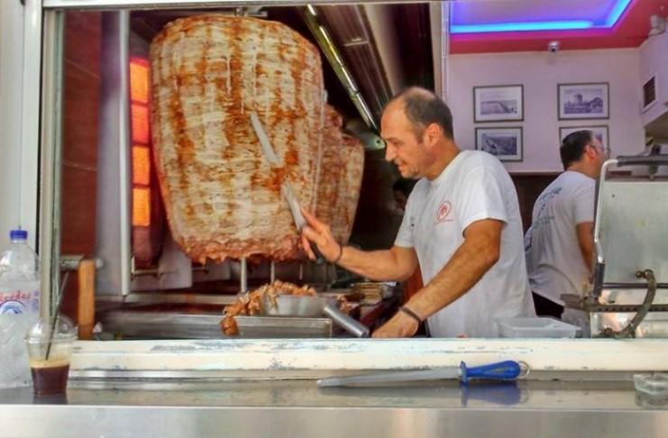 Τα 2 σουβλατζίδικα που κάνουν τα μεγαλύτερα πιτόγυρα στην Ελλάδα! Tο ένα στην Αθήνα