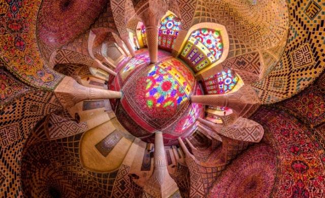 Δείτε το εσωτερικό τζαμιών στο Ιράν: Εκθαμβωτική συμμετρία και αρχιτεκτονική τελειότητα