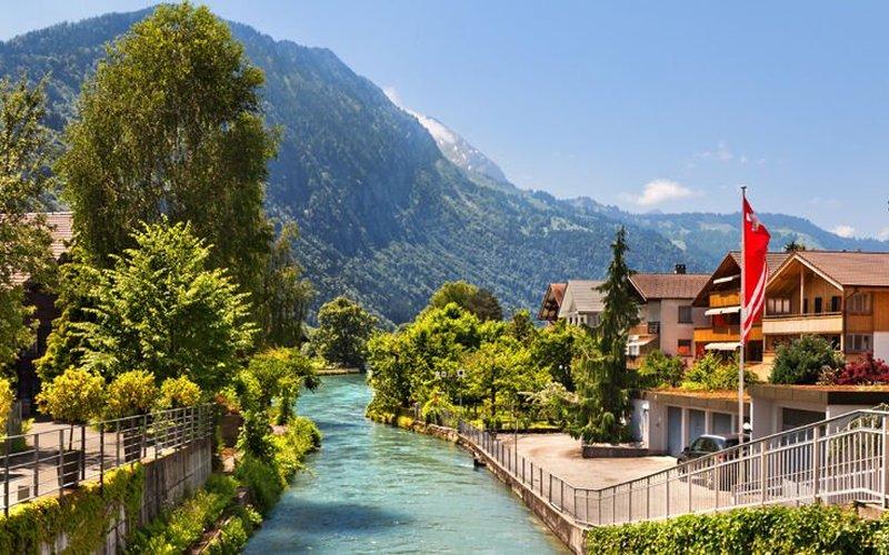 Ιντερλάκεν, ένα μοναδικό τουριστικό θέρετρο στο κέντρο της Ελβετίας