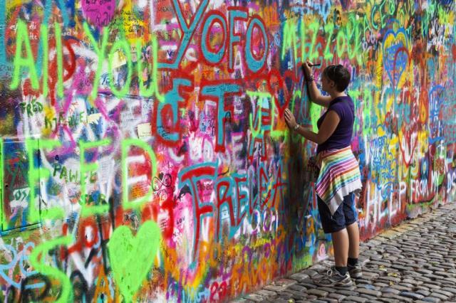Ο τοίχος του Τζον Λένον, Πράγα