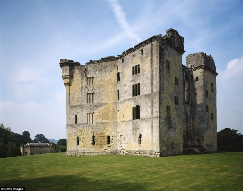 Υπέροχες εικόνες από τα εγκαταλελειμμένα κάστρα