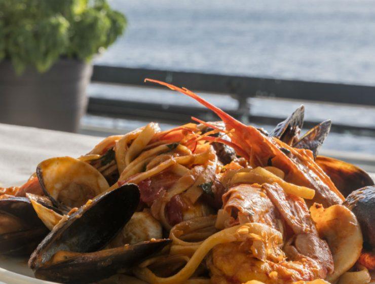 Καθαρά Δευτέρα στην Αθήνα και τον Πειραιά: Μαγαζιά ιδανικά για ψαρομεζέδες!