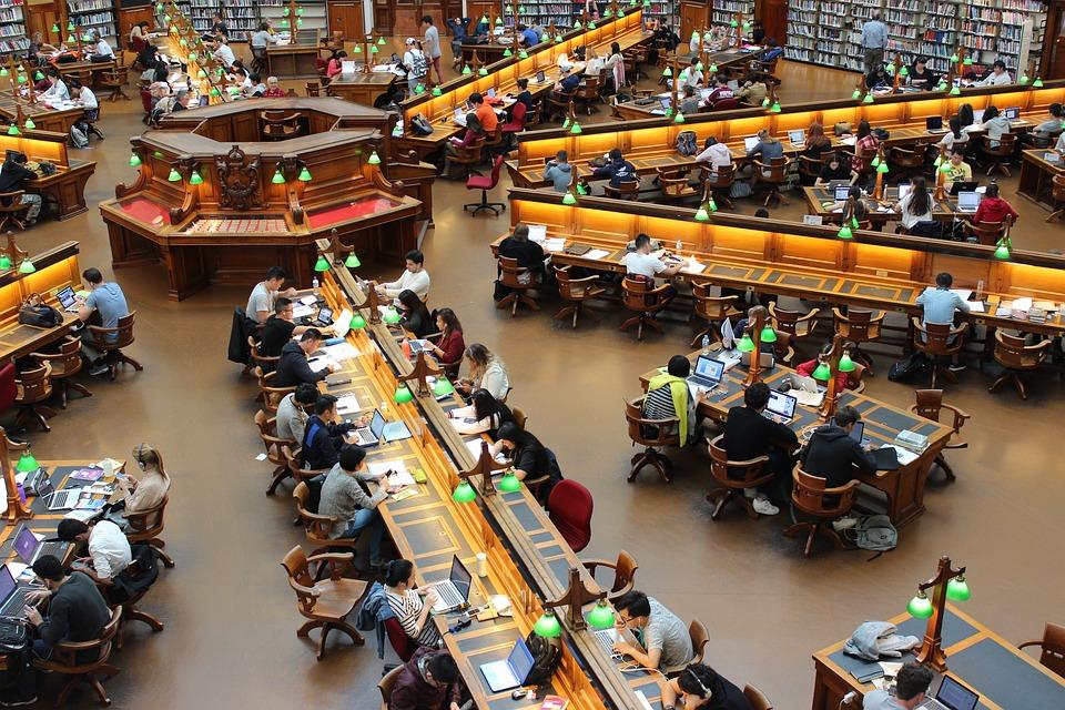 Γιατί 2.500 Eλληνες πήγαν να σπουδάσουν στην Ολλανδία; Αποτελεί πλέον τον top προορισμό