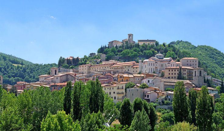 Ένα από τα ωραιότερα χωριά της Τοσκάνης πληρώνει 25.000-50.000 ευρώ για να μετακομίσουμε εκεί!