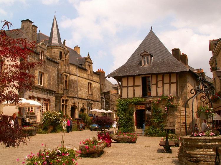 """Το πιο """"ανθισμένο"""" χωριό της Γαλλίας! Άκρως μεσαιωνικό και ατμοσφαιρικό!"""