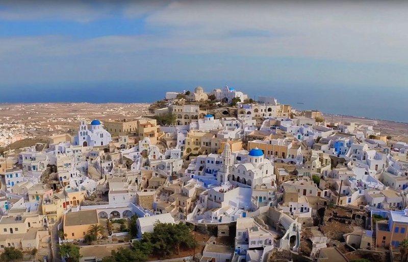 Πύργος: Αυτό είναι το μεσαιωνικό χωριό της Σαντορίνης