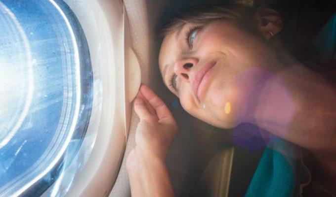 Ο λόγος που πρέπει να φοράτε αντηλιακό στο αεροπλάνο!