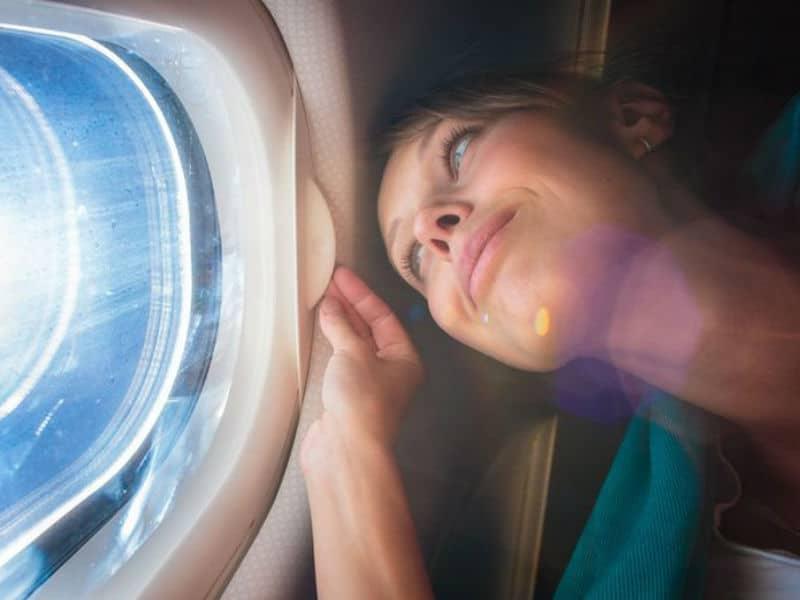 Ο λόγος που πρέπει να φοράτε αντηλιακό στο αεροπλάνο! Το γνωρίζατε;