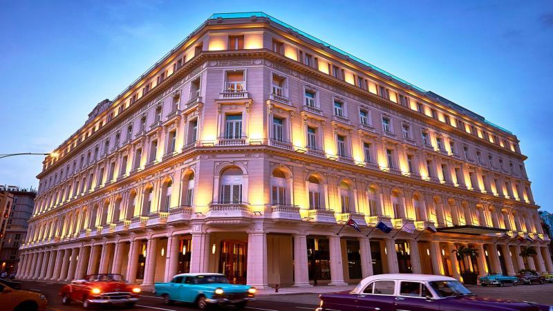 Ο Τάσος Δούσης ανακάλυψε ένα 5στερο ονειρικό ξενοδοχείο στην Aβάνα που αποδεικνύει πως η Κούβα έχει διώξει το κουμουνιστικό της παρελθόν