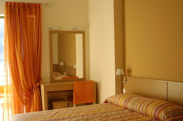 """Το """"κρυμμένο"""" παραθαλάσσιο ξενοδοχείο... πίσω από τον Παρνασσό"""