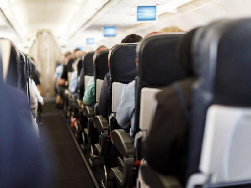 Αυτή είναι η Νο1 εστία μικροβίων στο αεροπλάνο!